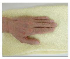 ⑦ タオルドライを行います。手のひらで何度か押して水分をよく取ります。